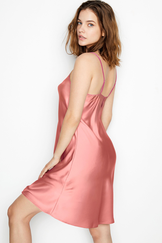 супермодель Барбара Палвин демонстрирует новые модели нижнего белья Victorias Secret, май 2020 / фото 24