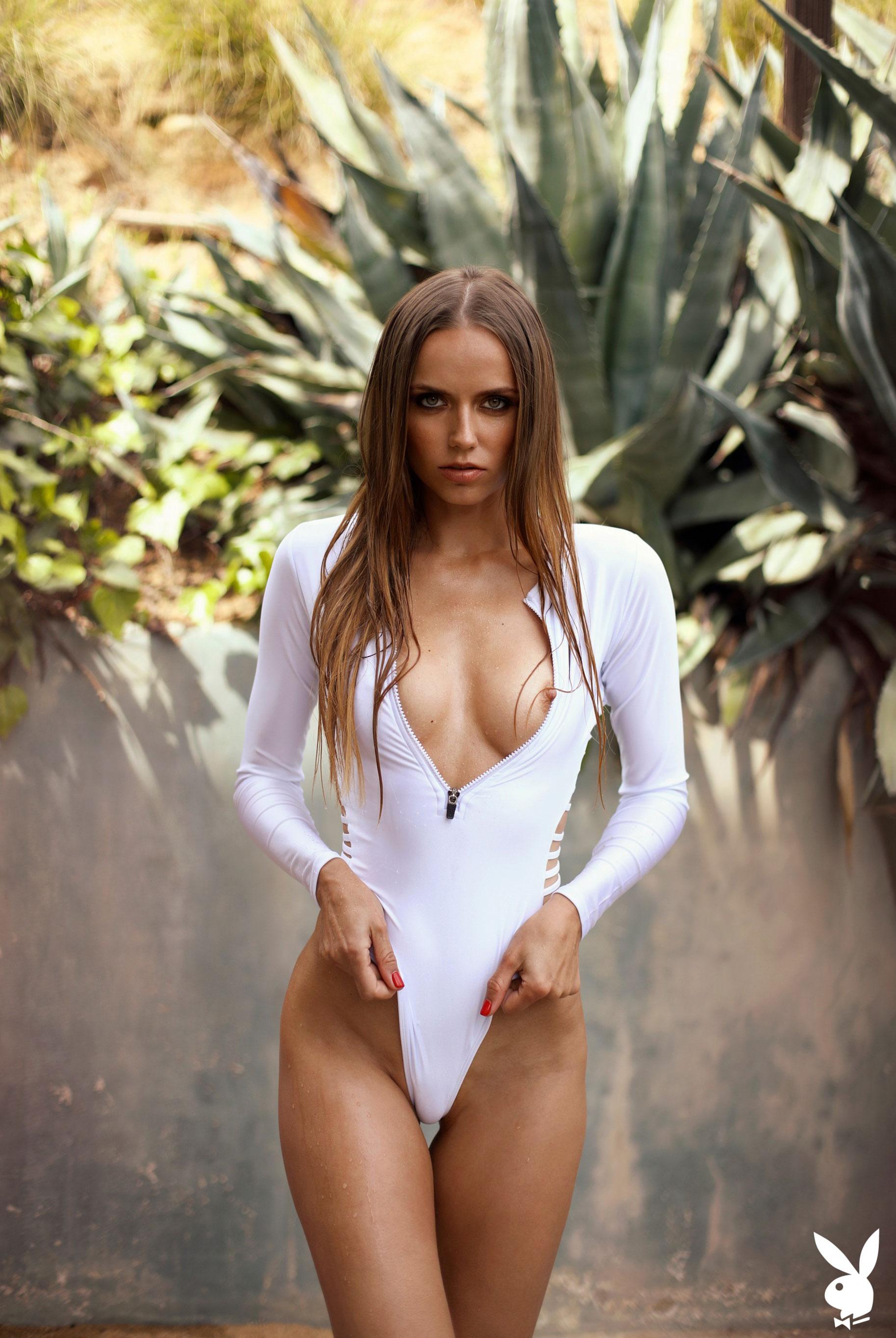 голая Адель Вакула в Голливуде и на страницах журнала Playboy / фото 15