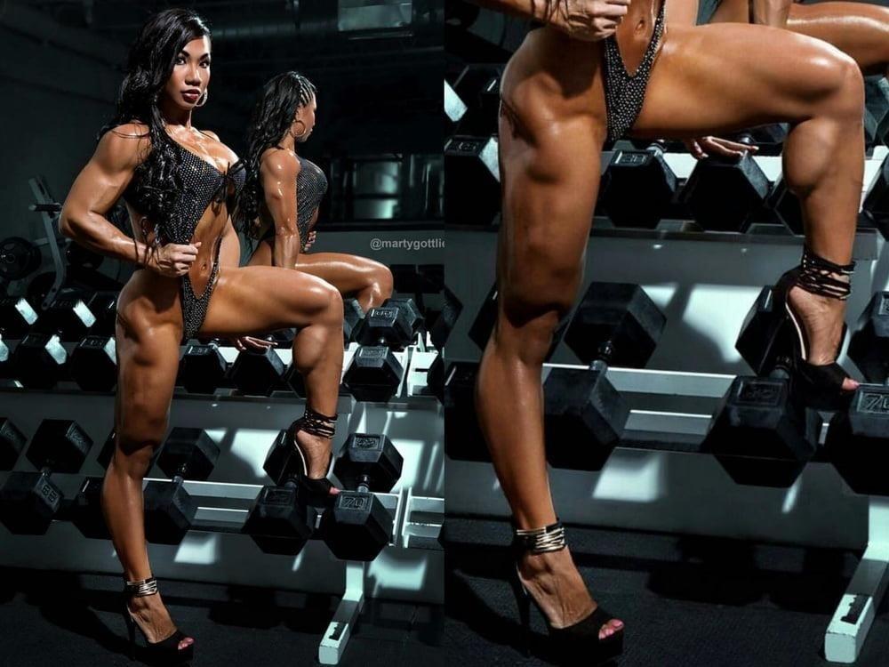 Bodybuilder female clit-1219