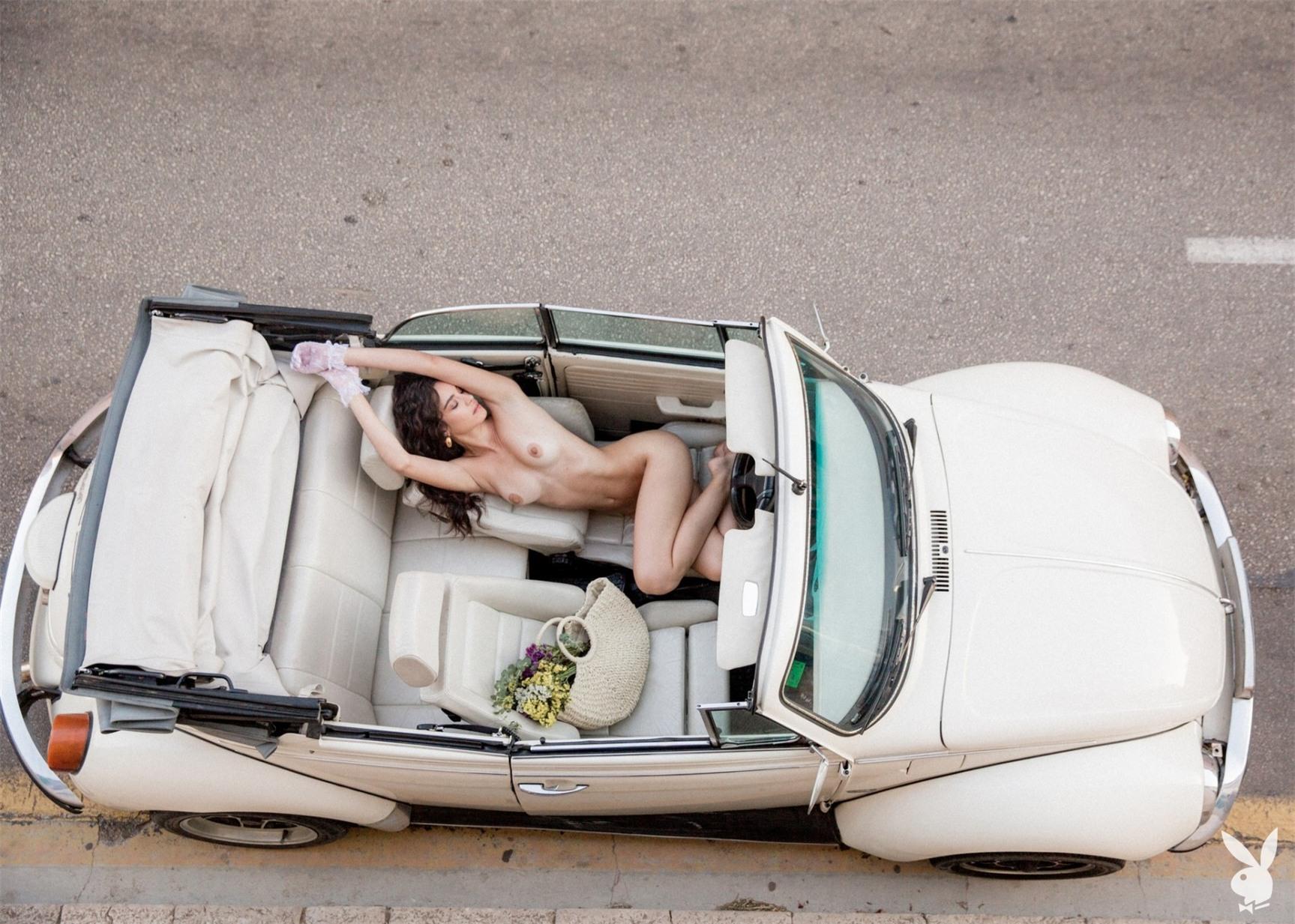 Путешествие по Европе сексуальной Хильды Диас Пиментель - Девушки месяца американского Плейбой, октябрь 2019 / фото 06