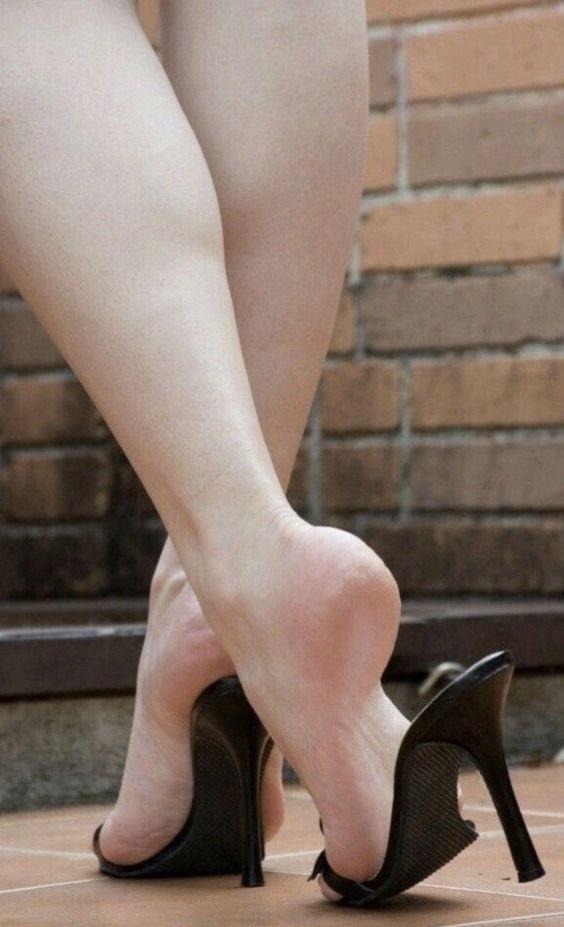 Sexy women feet porn-1496