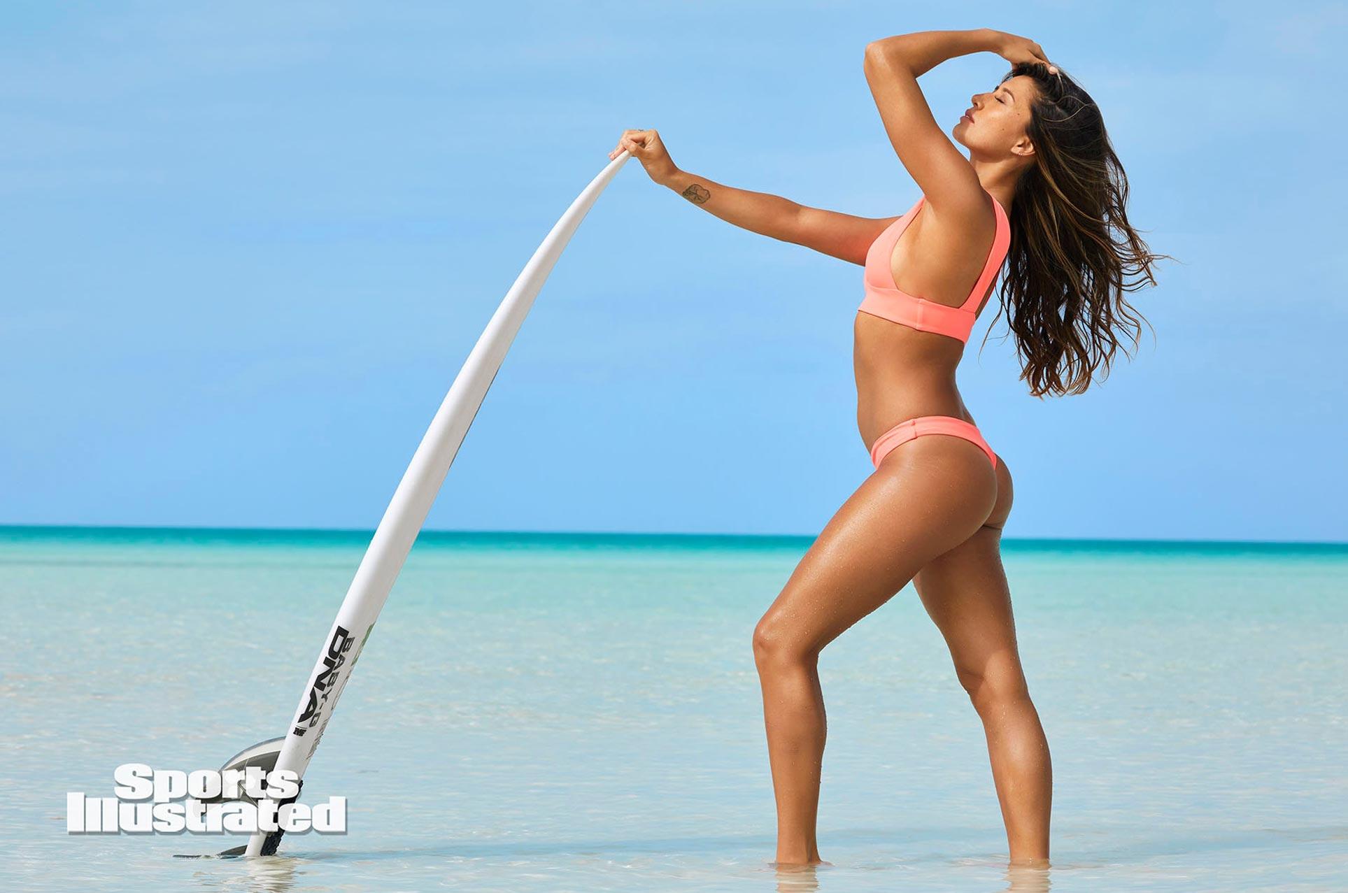 Малия Мануэль в каталоге купальников Sports Illustrated Swimsuit 2020 / фото 16