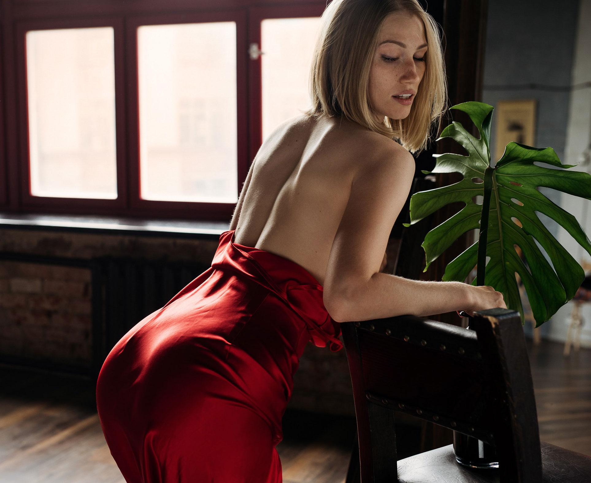 Обнаженная в красном платье - Дарья Мырзахметова / Daria Myrzakhmetova by Lisa Shaburova