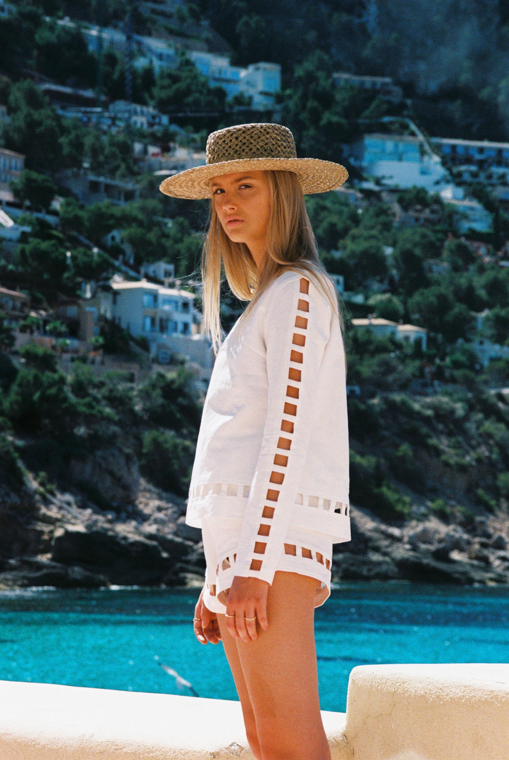 Бритни ван дер Стин в пляжной одежде модного бренда Rada Bryant, весна-лето 2020 / фото 15