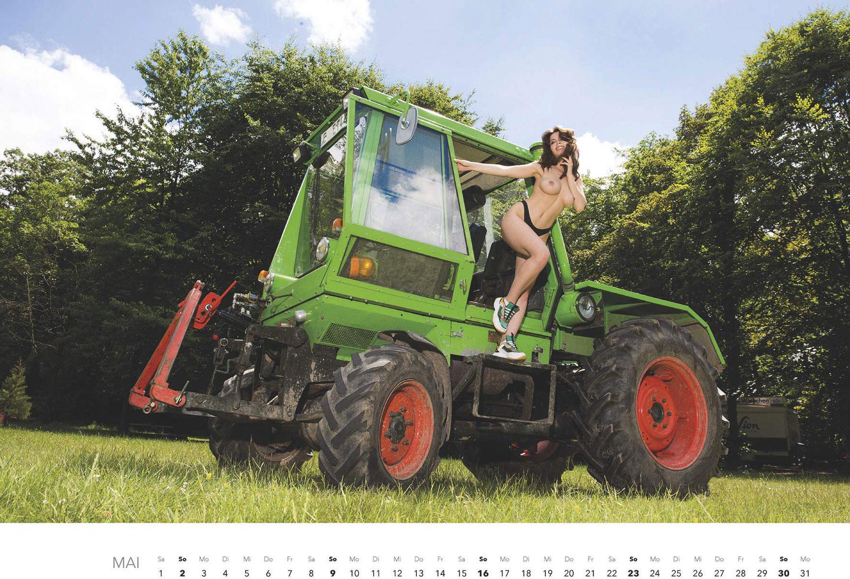 Эротический календарь -Мечты молодых фермеров 2021- / май
