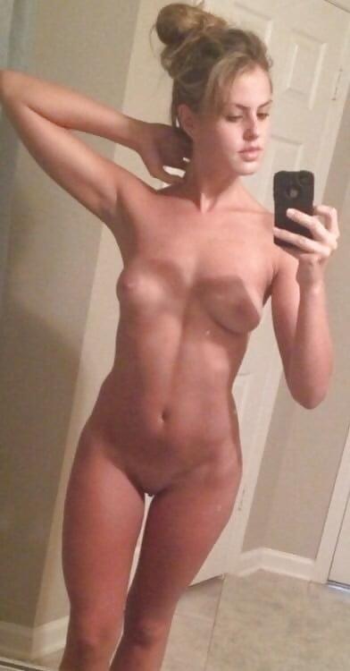 Naked girlfriend selfie-8434