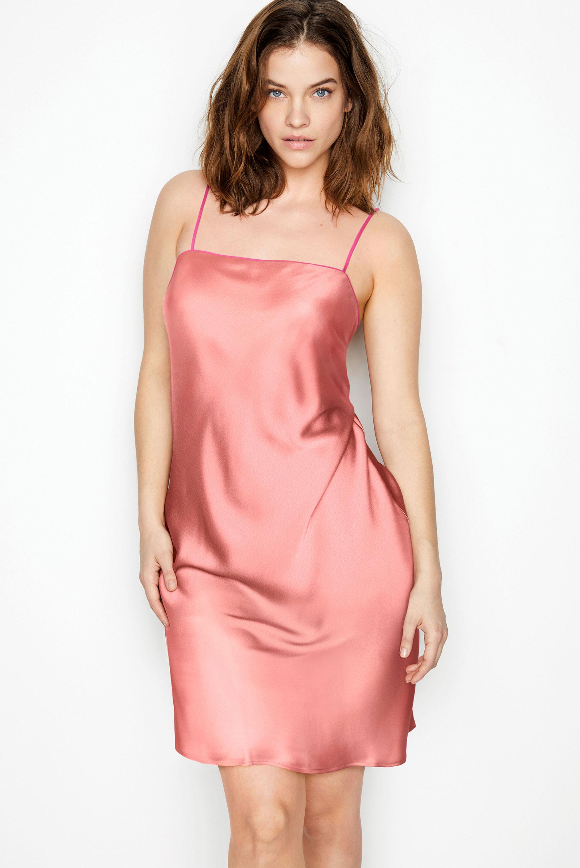 супермодель Барбара Палвин демонстрирует новые модели нижнего белья Victorias Secret, май 2020 / фото 25