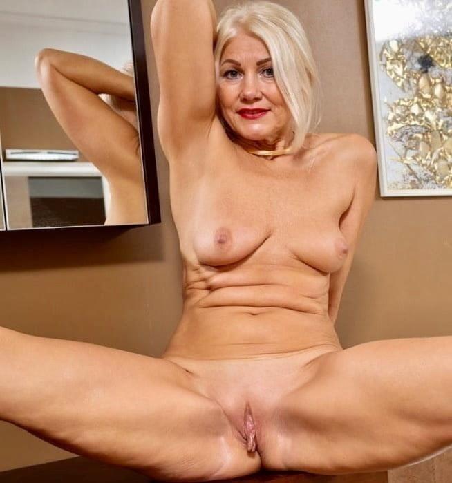 Free pics naked mature women-1200