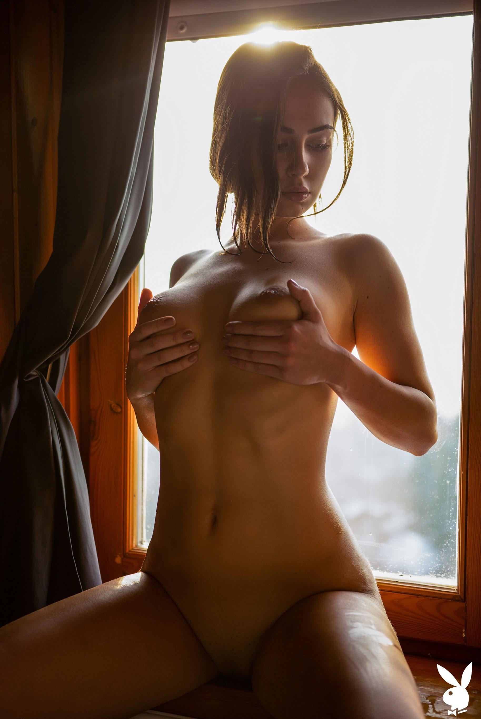 голая Софья Лимма в ванне с шампанским / фото 12
