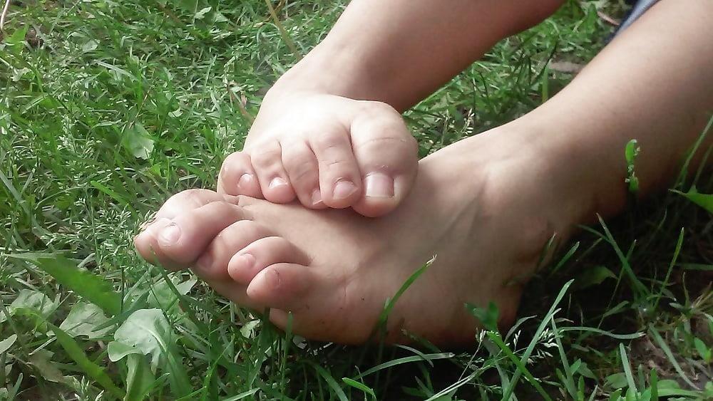 Petite latina feet-5522