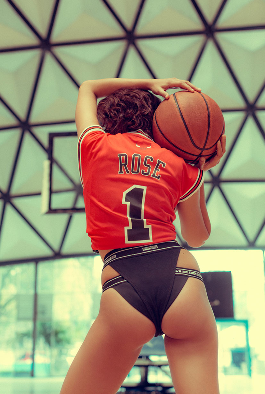 симуляция баскетбола НБА в исполнении фотомодели Синди / фото 07