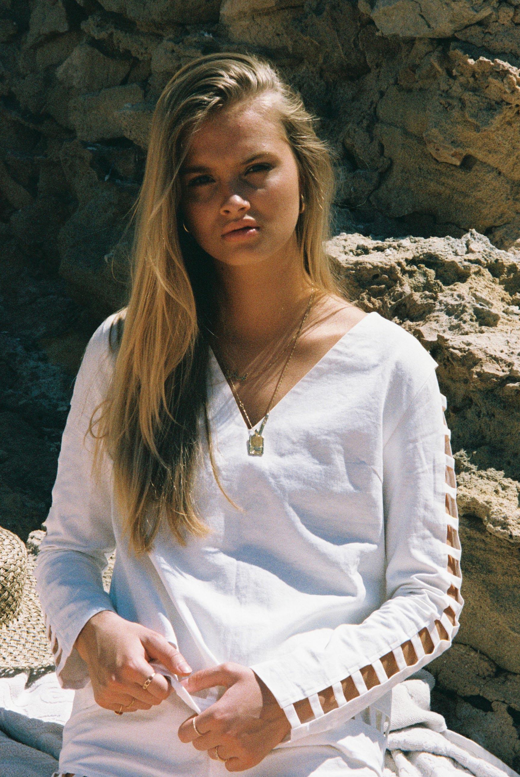 Бритни ван дер Стин в пляжной одежде модного бренда Rada Bryant, весна-лето 2020 / фото 07