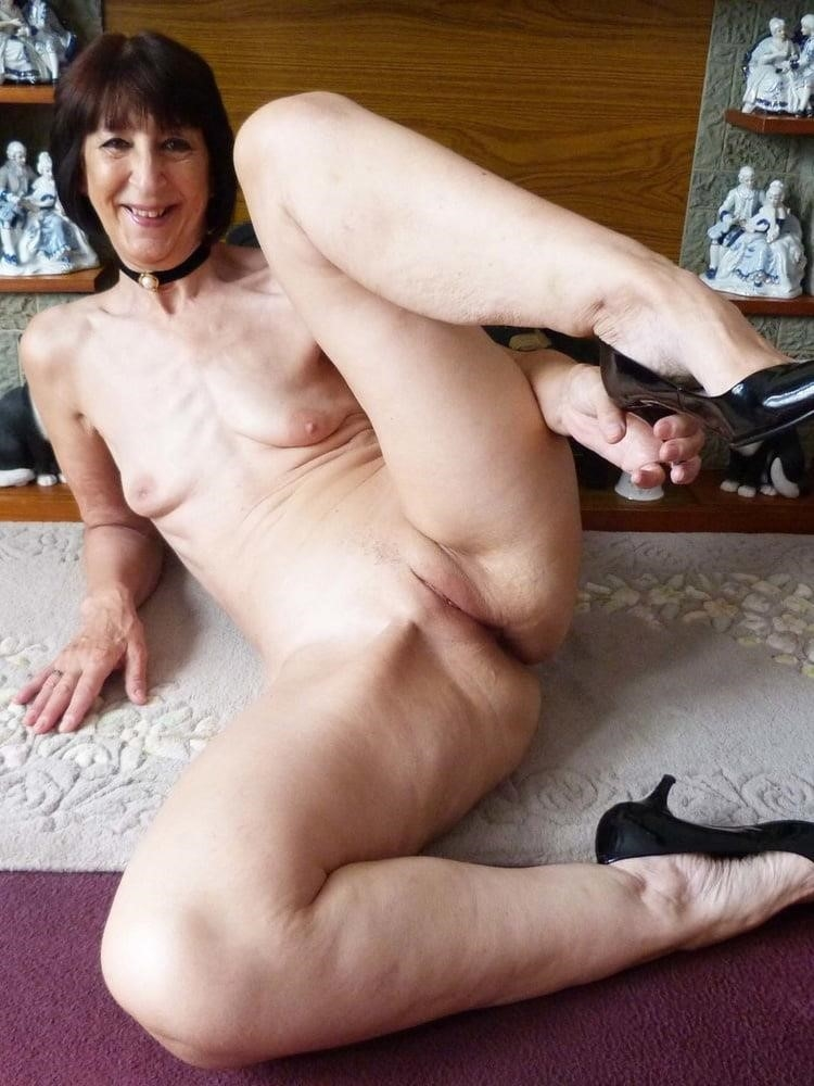 Older women cunnilingus-8835