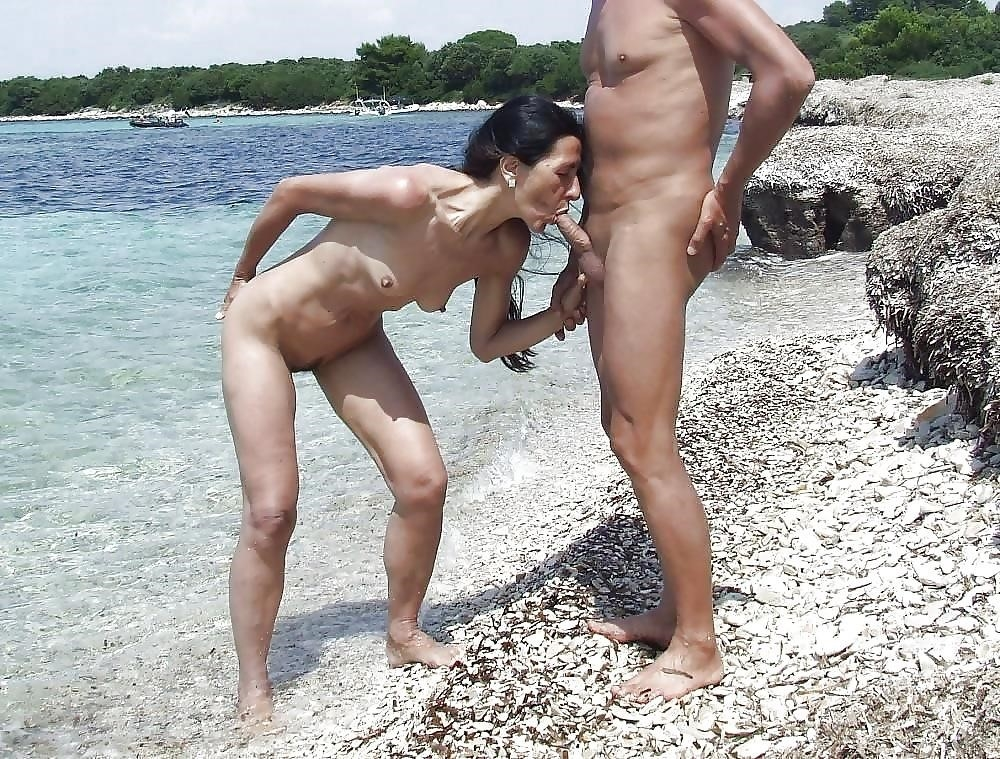 Natural tits on the beach-2099