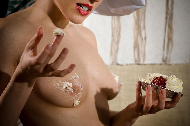 Сабина готовит сексуальный десерт / фото 19