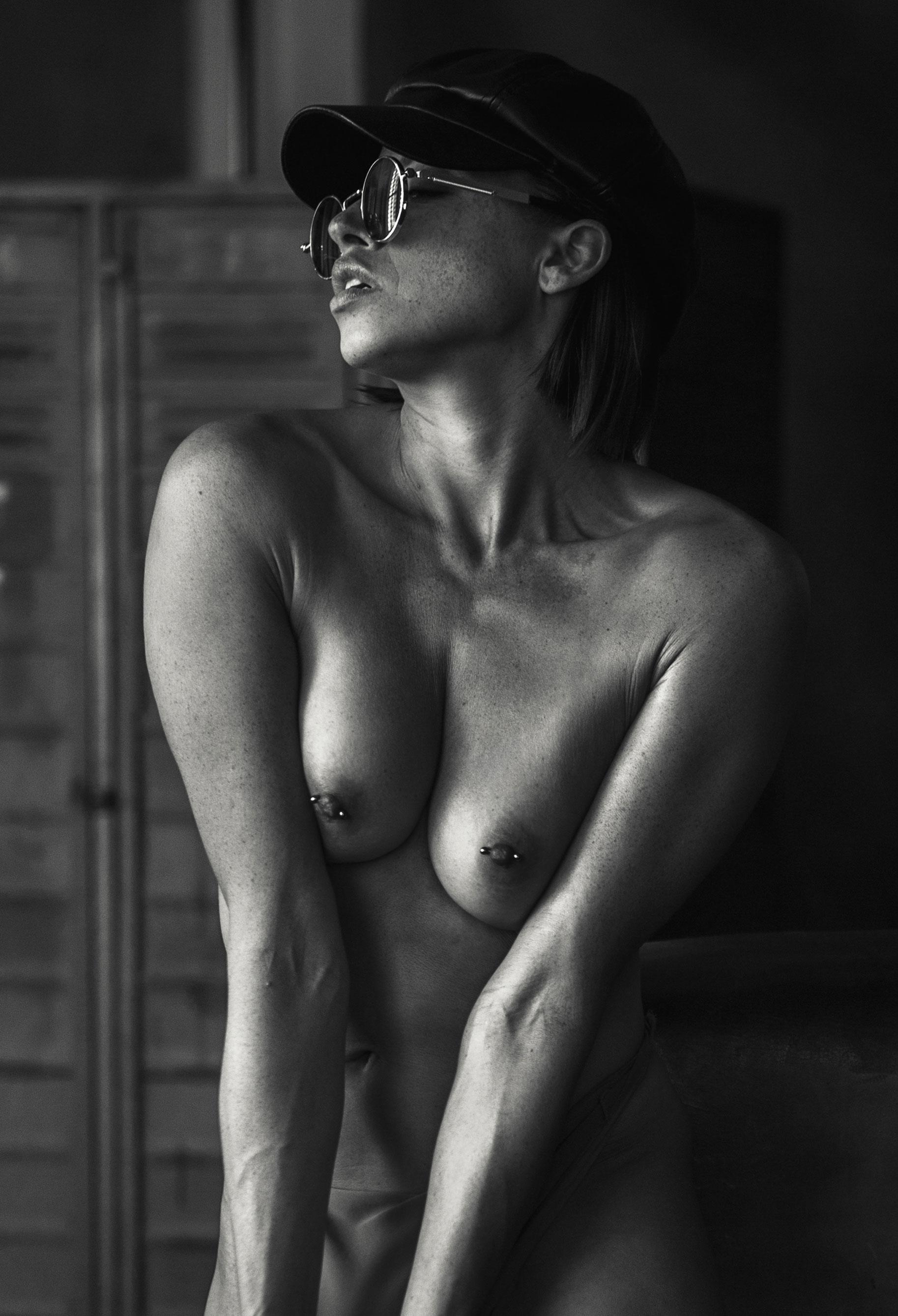 голая Клара в спортзале / фото 06
