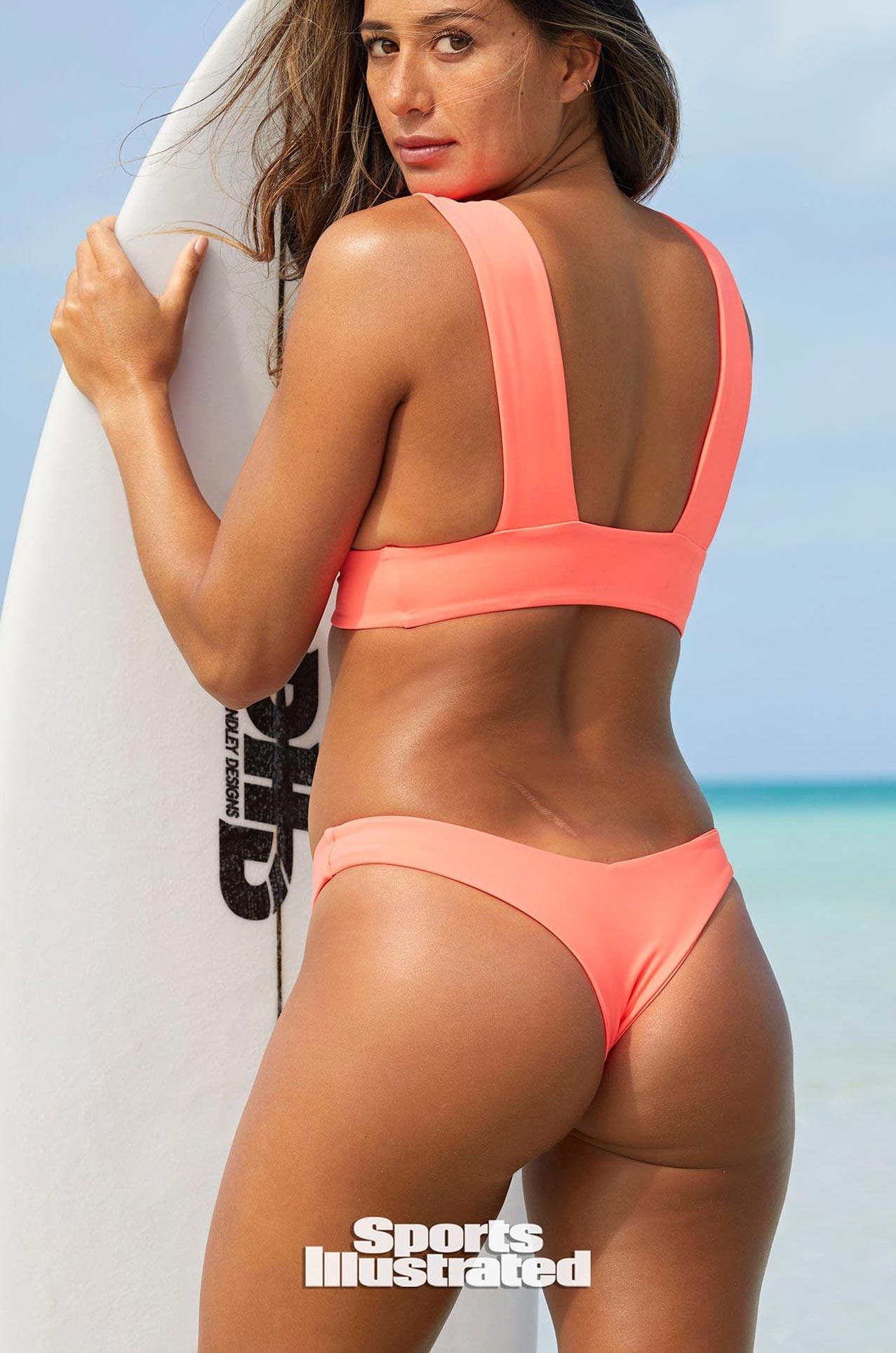 Малия Мануэль в каталоге купальников Sports Illustrated Swimsuit 2020 / фото 14