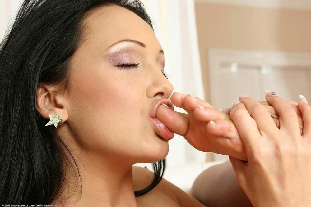 Raylene lesbian feet-4503