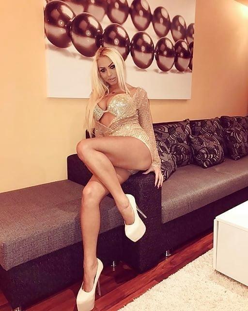 Super sexy blonde porn-9523