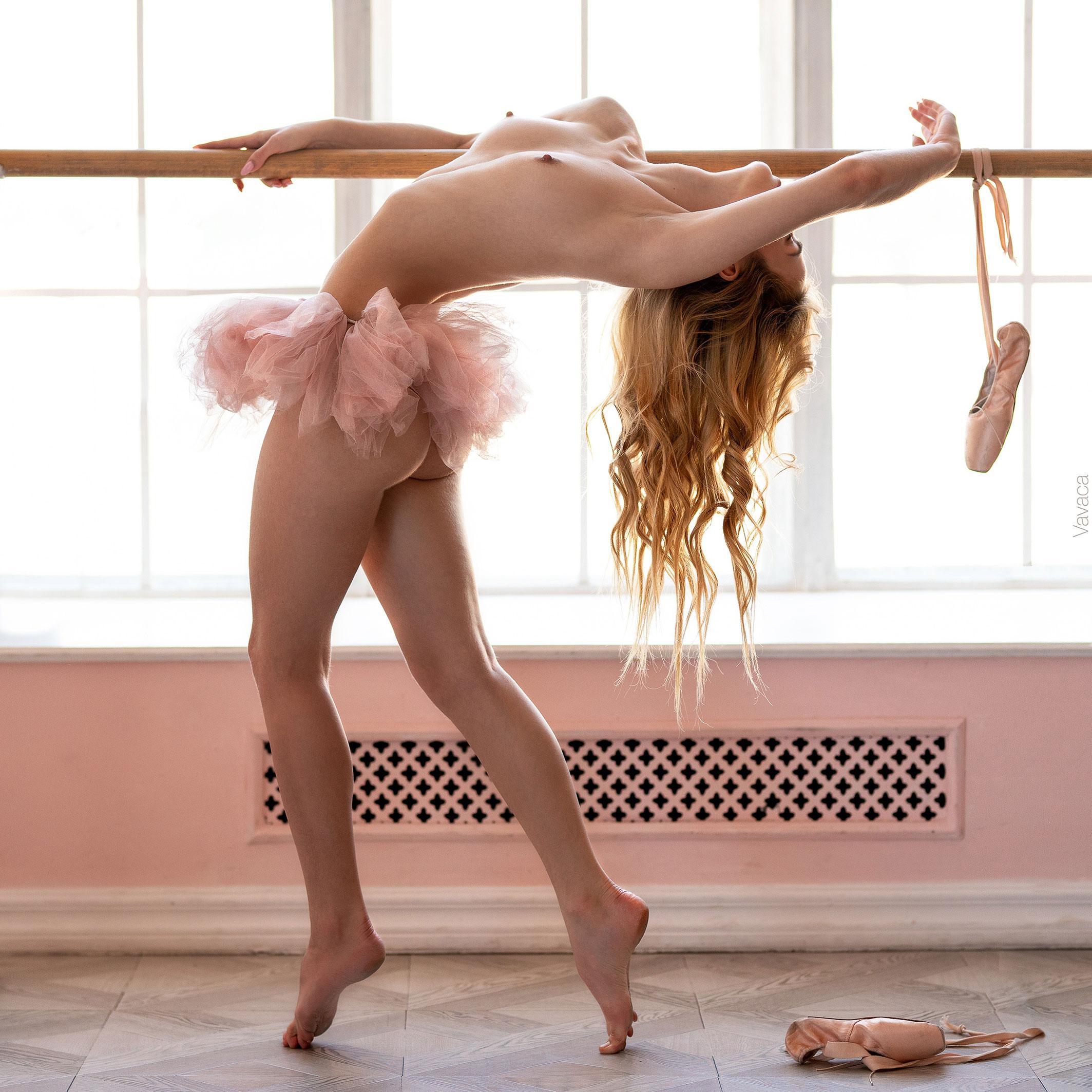 голая -балерина- Александра Смелова отмечает день рождения / фото 24