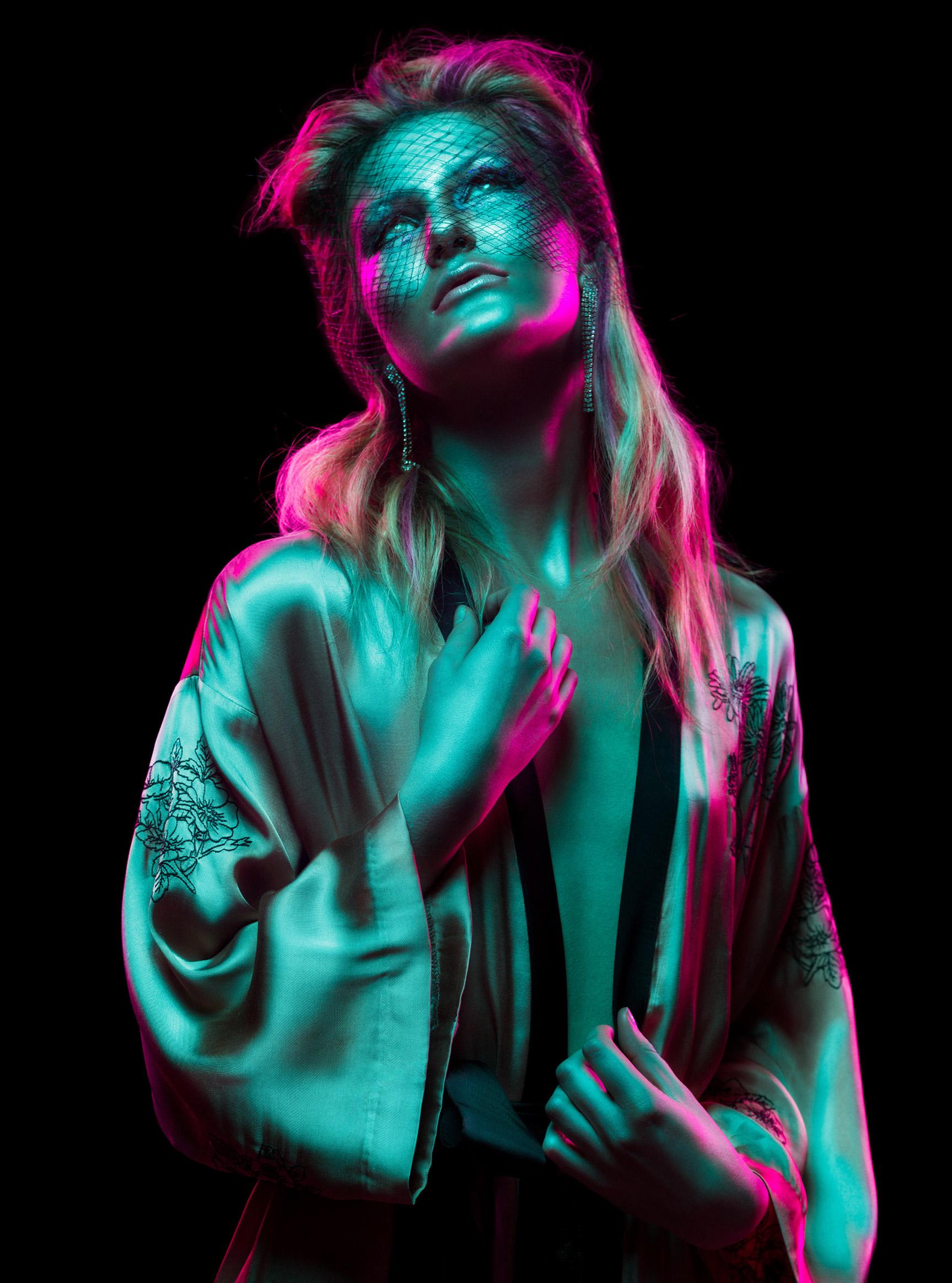 Красивая девушка в отблесках ночи / Рейчел Флинн, фотограф Андре Шнейдер / фото 09
