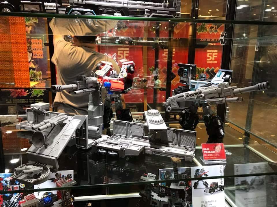 [FansHobby] Produit Tiers - Master Builder MB-01 Archenemy (aka Scourge RID 2000),  MB-04 Gunfighter II (aka Laser Optimus G2) et MB-09 Trailer (remorque) - Page 2 NEBZA5yL_o