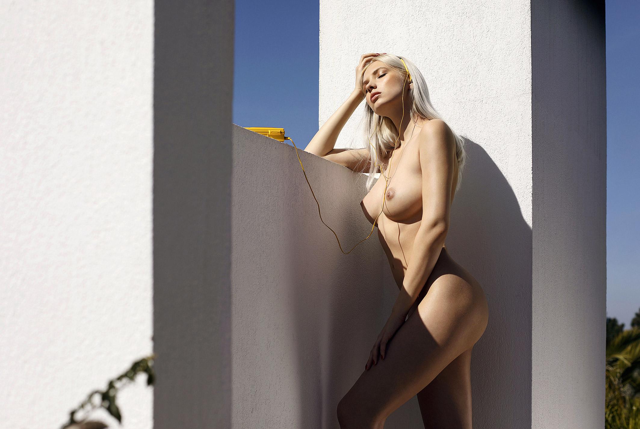 Сексуальная и голая Моника Васп позирует для фотографа журнала Playboy Аны Диас / фото 17