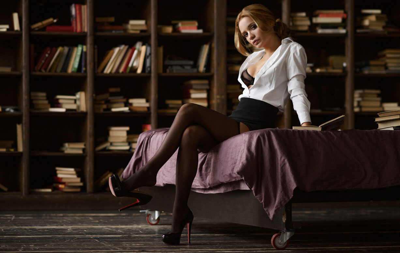 Екатерина Зуева в библиотеке / фото 01