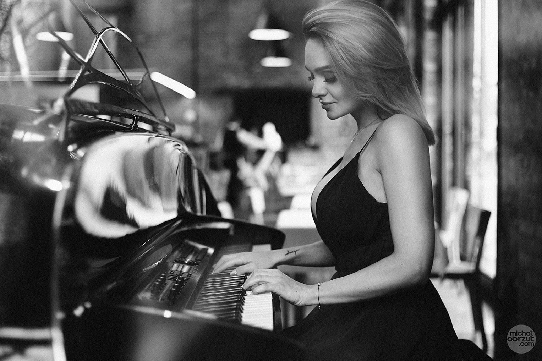 Piano Girl / Sylwia Nowak by Michal Obrzut