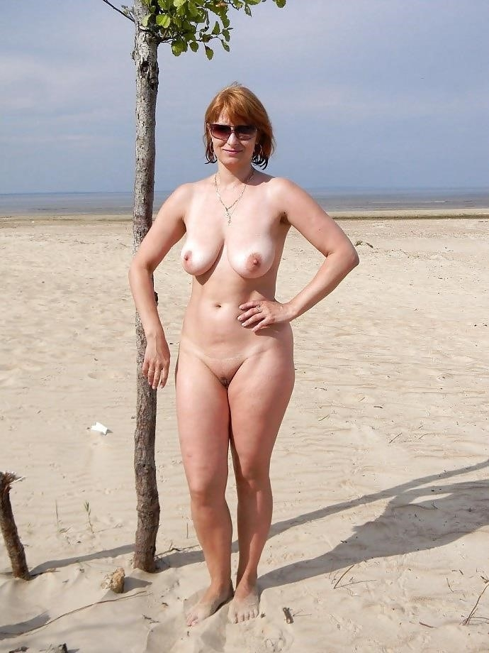 Natural tits on the beach-7876