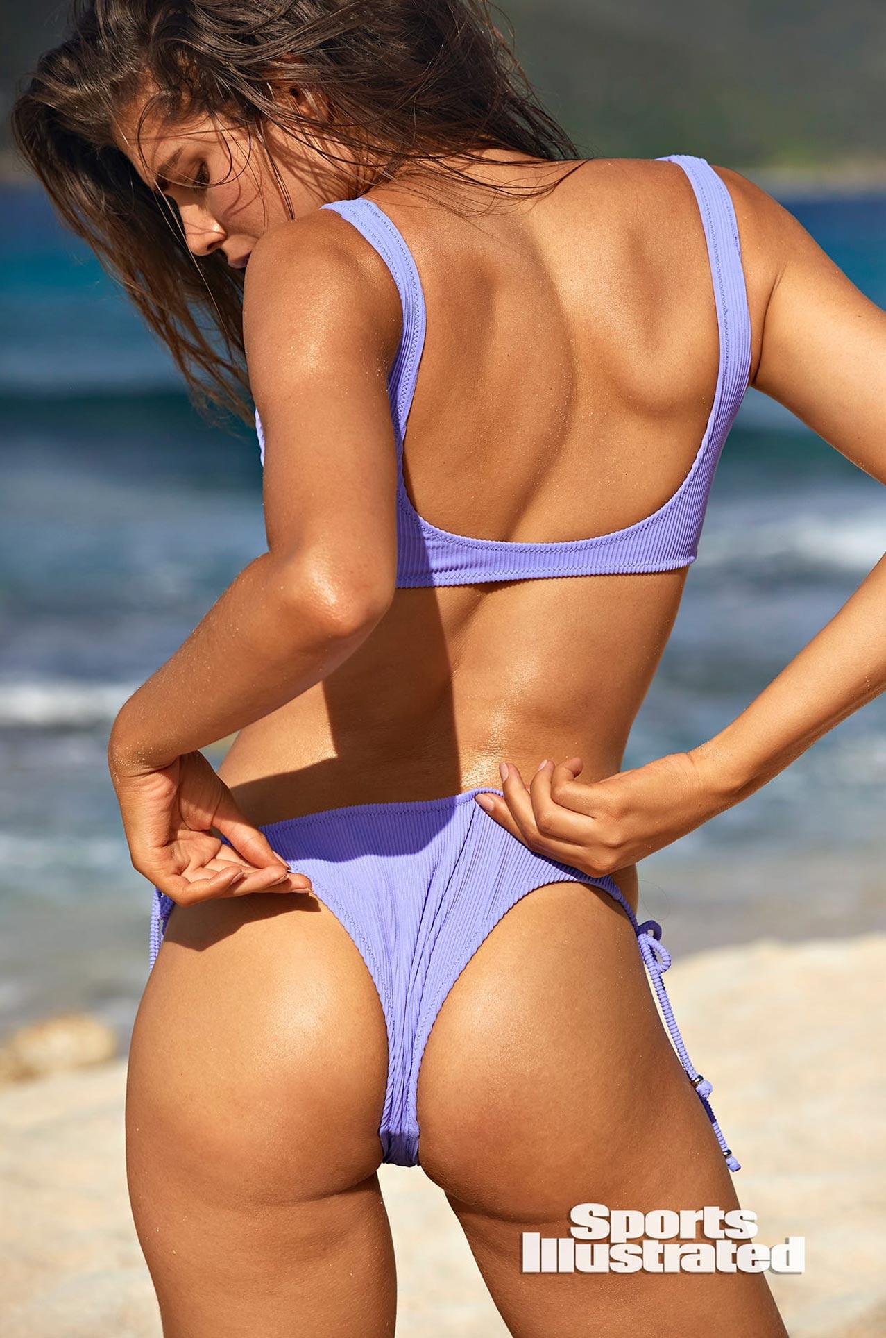 Валентина Сампайо в каталоге купальников Sports Illustrated Swimsuit 2020 / фото 10