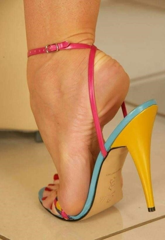 Sexy women feet porn-5930
