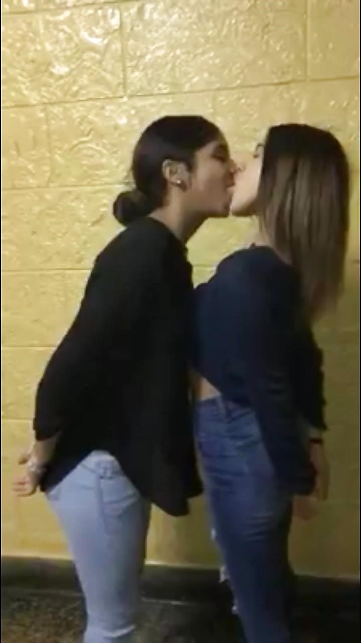Hottest kiss girls-1698