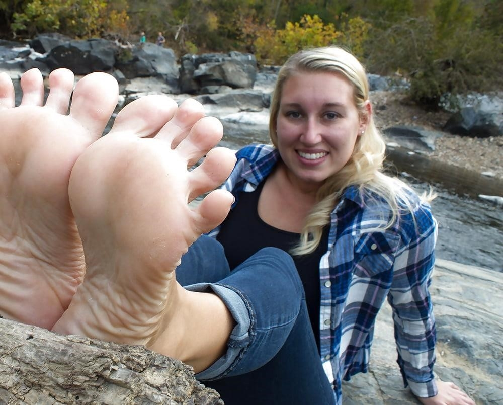 Young foot porn-9319