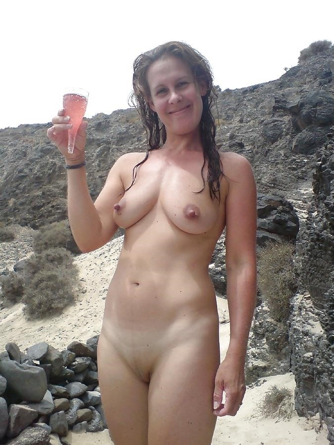 Natural tits on the beach-3414