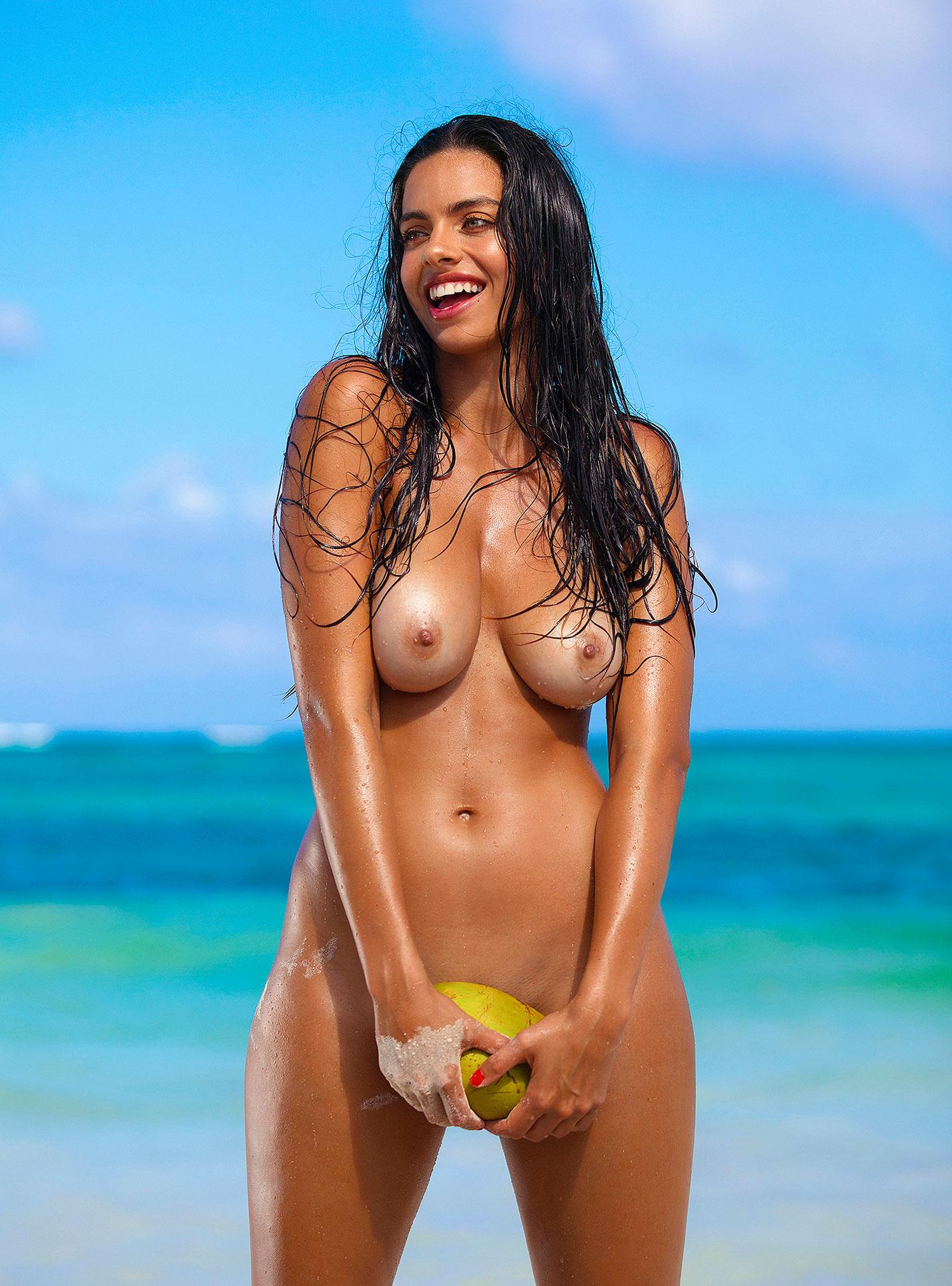 Голая пуэрториканка Присцилла Хаггинс на пляже Тулума / фото 17