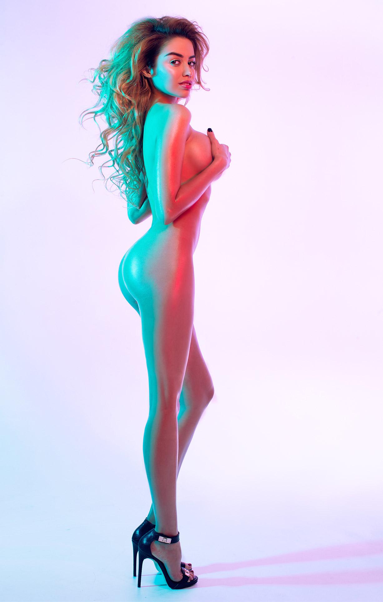 неоновая красавица Марго Думас / Margo Dumas by Tim Rise and Viacheslav Lazarevych