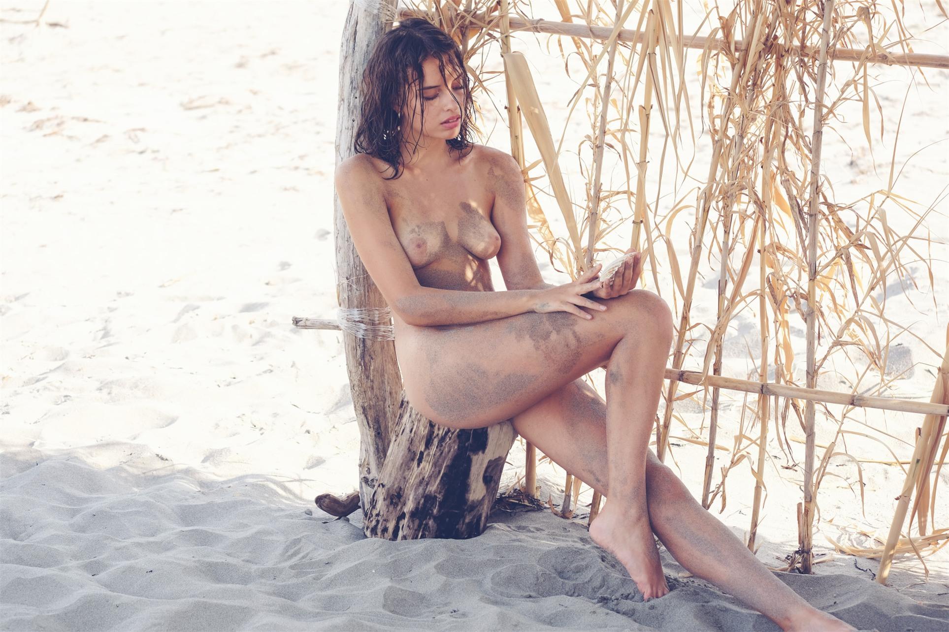 Private Beach / Gloria Fregonese by Adolfo Valente / Riven Magazine