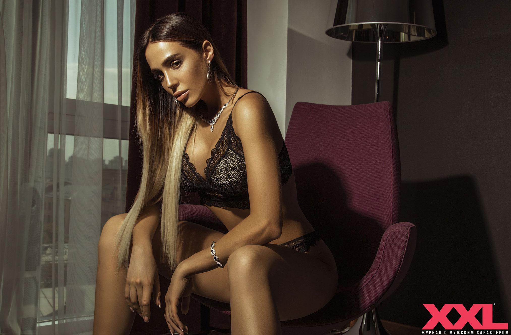 Актриса, модель и телеведущая Эмма Ди в нижнем белье в мужском журнале XXL / фото 03