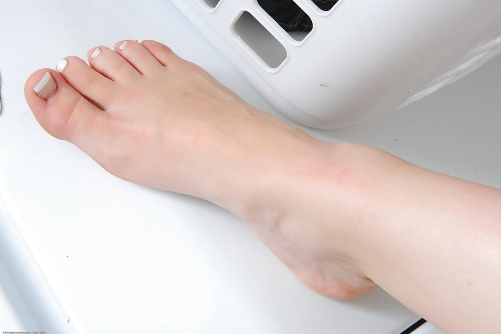 Young porn feet-8428