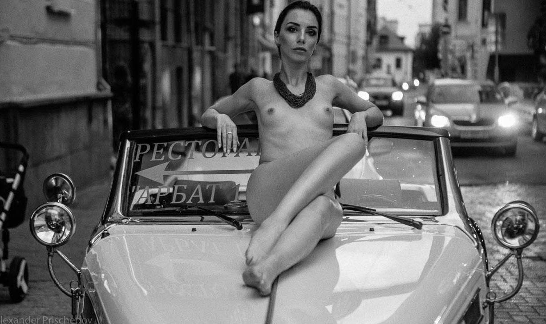 Голая автомобилистка на Арбате / Кристина Крестовски / фото 14