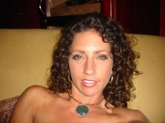Free brunette milf pics-8318