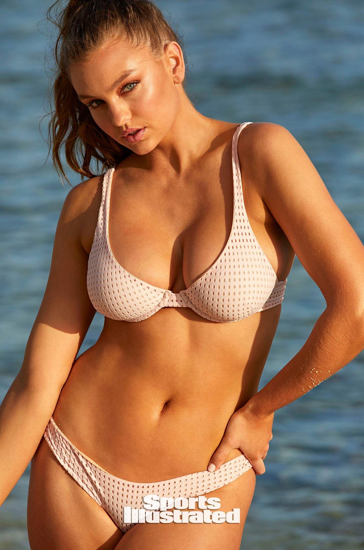 Оливия Брауэр в каталоге купальников Sports Illustrated Swimsuit 2020 / фото 12