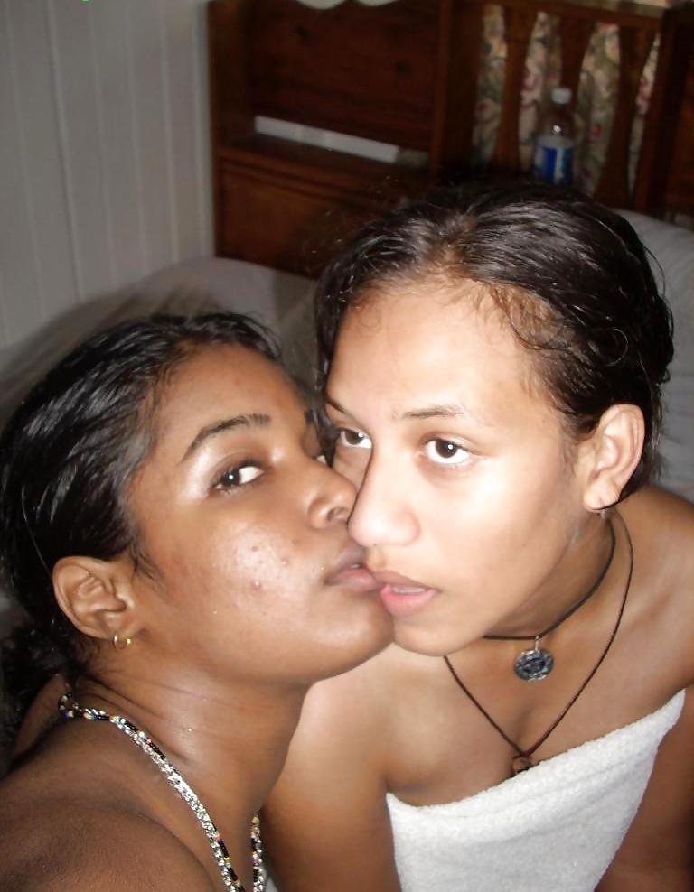 Bi ebony threesome-5386