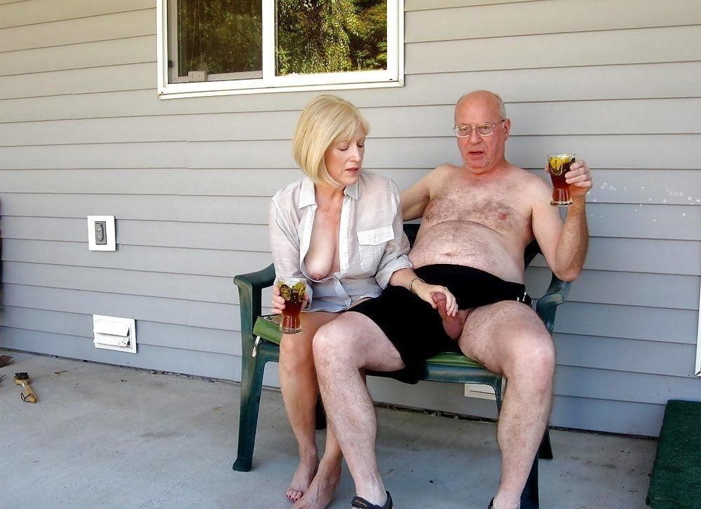 Mature couples copulating-5278