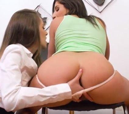 Hot kiss girl xxx-9092