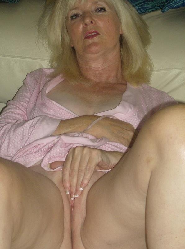 Amatuer mature nude-6047