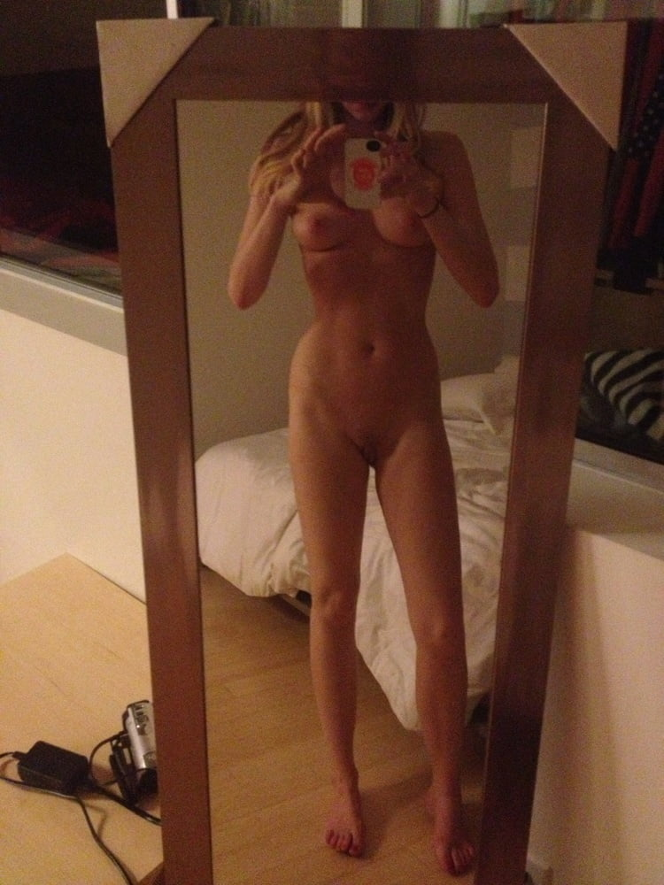 Riki Lindhome Nude Leaked Pics