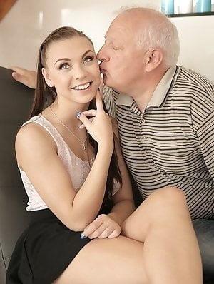 Old man cunnilingus-9038