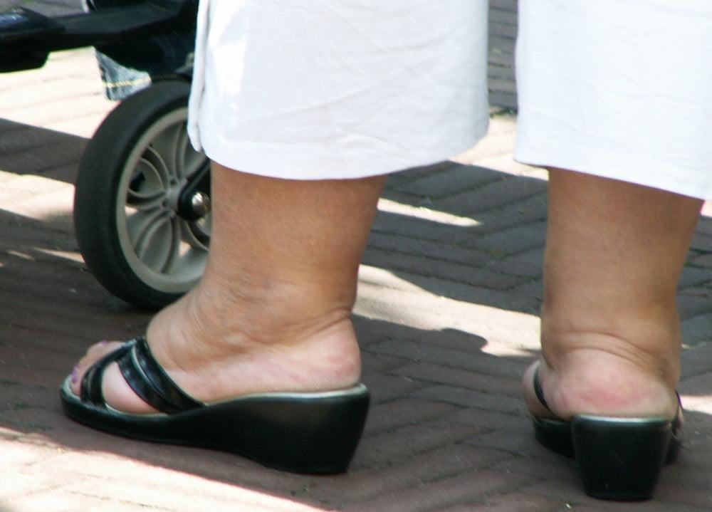 Old granny feet porn-3988